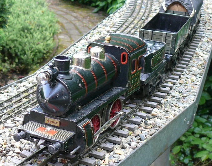 Tinplate trains in gauge 1 – Many different model railways in all